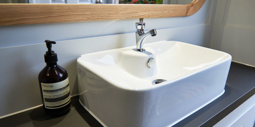 Hire Posh Bathrooms - Ohelloo Posh Loos with Sink - Leicestershire UK
